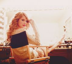 Imagine hanging out backstage with Taylor... haha suckers! I HAVE!!