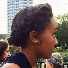 Easy stylish French crown braid ideas. Box Braids Hairstyles, Protective Hairstyles, Hairdos, Short Hairstyles, Wedding Hairstyles, Curly Hair Styles, Natural Hair Styles, Protective Styles For Natural Hair Short, Locs Styles