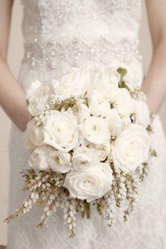 Bouquet Invernale, tutta la magica atmosfera di questa stagione Romantic Wedding Flowers, Bridal Flowers, Flower Bouquet Wedding, Floral Wedding, Rose Bouquet, Mod Wedding, Dream Wedding, Berry Wedding, Whimsical Wedding Inspiration