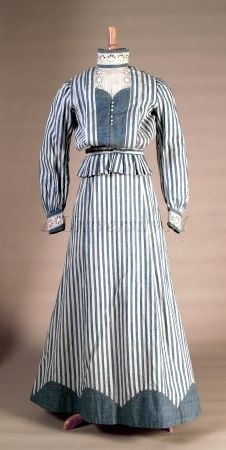 1905 Cotton Dress 1905, American. Looks kinda nautical and perfect for walking along the seaside.