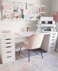 Ikea Craft Room, Small Craft Rooms, Craft Room Decor, Craft Desk, Cricut Craft Room, Craft Room Storage, Room Crafts, Craft Space, Diy Room Organization