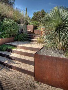 jardin en pente, murs de soutènement dans le jardin