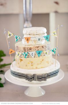 Playful wedding cake | Photo: @Tasha Seccombe