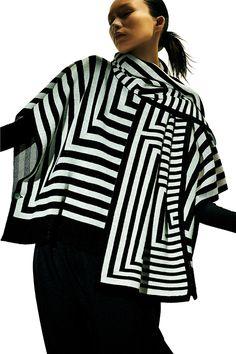ミー イッセイ ミヤケ11月の新作 - フラワーモチーフのトップスやジオメトリック柄のニット | ファッションプレス