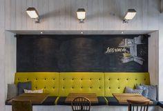 Pow Wow Königplatz - design by Dreimeta. ::: cafe, coffee, design, chalkboard wall, bench, niche