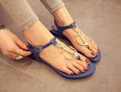 Chaussures nus pieds violettes avec des ancres
