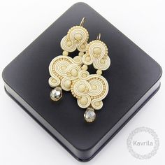 Pendientes colgantes - Nespire beige soutache - hecho a mano por Kavrila en DaWanda