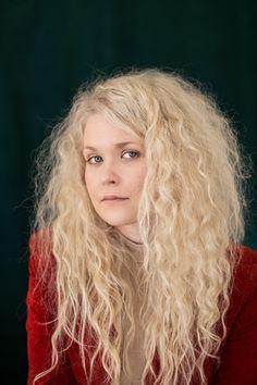 Laura Moisio, laulaja-lauluntekijä.