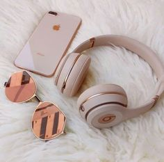 Everday essentials Rose gold beats by dre// high performance headphones Match your headphones to your iphone