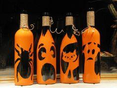 Don't let those empty wine bottles go to waste! b - Wine Bottle Crafts Christmas bottle crafts halloween diy bottle crafts halloween holidays bottle crafts halloween witch Empty Wine Bottles, Wine Bottle Art, Glass Bottle Crafts, Painted Wine Bottles, Diy Bottle, Fete Halloween, Diy Halloween Decorations, Halloween Crafts, Garrafa Diy