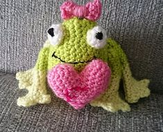 Hi, I'm very new to crocheting. Tried a couple of granny squares, then a willow square and now this little frog for a friends little girl. Love seeing all your projects  Kat Tomlinson