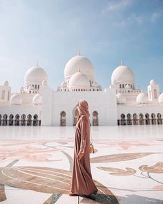 Serene tranquillity peaceful amazing awesome pic Photo 📷 belongs to Location Abu Dhabi 💫🕌 Forever living product fbo sponsor… Dubai Travel, Asia Travel, Istanbul Travel Guide, Abu Dhabi, The Places Youll Go, Places To Go, Places To Travel, Travel Destinations, Grand Mosque