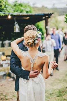Love the back of her dress! Designed by Anna Campbell