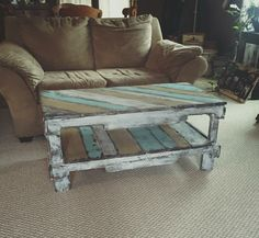 Cheap Diy Coffee Table Design Ideas For Inspirations 41 Coffee Table Design, Rustic Coffee Tables, Diy Coffee Table, Coffee Table Out Of Pallets, Repurposed Furniture, Pallet Furniture, Furniture Projects, Rustic Furniture, Antique Furniture