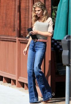 70s style, high-waisted flare jeans