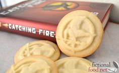 Mockingjay Cookies.... Whaaaaaaatt?? I Soooooooo need this cookie press!