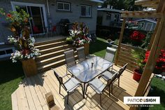 Patio avec piscine hors-terre par Patio Design inc. Wooden Patios, Back Deck, Small Pools, Construction Design, Outdoor Furniture Sets, Outdoor Decor, Patio Design, Backyard Patio, Garden Landscaping