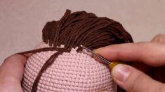 Como colocar cabelo de boneca Amigurumi | Cabelo na boneca de crochê | C... Amigurumi For Beginners, Amigurumi Tutorial, Amigurumi Doll, Fabric Dolls, Crochet Dolls, Sewing Hacks, Crochet Projects, Knitted Hats, Doll Clothes