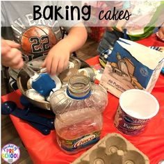 Making pretend cakes for a Birthday Party in dramatic play. Perfect for a preschool & pre-k classroom. Preschool Birthday, Birthday Activities, Carnival Birthday Parties, Birthday Fun, Preschool Learning, Preschool Activities, Baking With Toddlers, Dramatic Play Centers, Play Centre