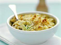 Tortellini-Gratin mit Zucchini | Zeit: 10 Min. | http://eatsmarter.de/rezepte/tortellini-gratin-mit-zucchini