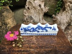 Chinese Blue And White Porcelain Flying Dragon Calligraphy Brush Rest Dragon Print, Japanese Calligraphy, Maneki Neko, Kokeshi Dolls, Mother And Child, Vintage Japanese, Home Decor Accessories, White Porcelain, Vintage Items