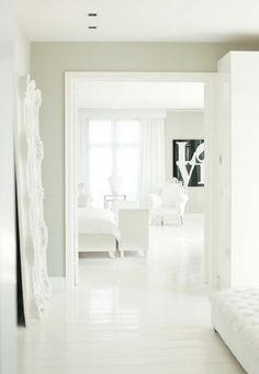 White bedroom.. Interior design by Team Eric Kuster! #interiordesign