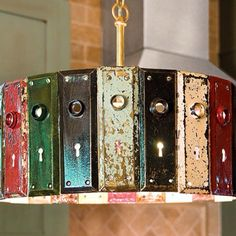 This vintage key plate DIY light fixture displays the beauty of re-purposing. Check out this article to find out how to do this DIY project yourself and for other creative re-purposing ideas. Diy Luz, Diy Light Fixtures, Deco Originale, Diy Inspiration, Antique Keys, Lampshades, Diy Lampshade, Chandeliers, Upcycle