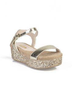 Sandalias doradas con plataforma de lentejuelas