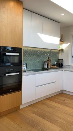 Kitchen Room Design, Kitchen Cabinet Design, Modern Kitchen Design, Home Decor Kitchen, Interior Design Kitchen, Kitchen Ideas, Moduler Kitchen, L Shaped Kitchen Designs, Latest Kitchen Designs