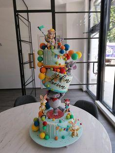 gravity cake Boy Birthday, Birthday Cake, Gravity Cake, Alice In Wonderland Cakes, Gum Paste, Cake Decorating, Birthdays, Cute, Daily Inspiration
