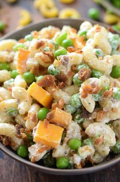 Bacon Ranch Pasta Salad: a quick, easy & creamy pasta salad with cheddar cheese, bacon, peas & ranch seasoning all tossed together for a great potluck dish! This Bacon Ranch Pasta Salad is going to Creamy Pasta Salads, Easy Pasta Salad Recipe, Summer Pasta Salad, Easy Salad Recipes, Healthy Recipes, Cooking Recipes, Macaroni Salads, Healthy Dishes, Healthy Meals