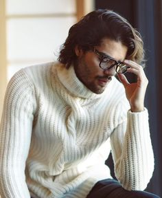 Pinterest:тσяι∂αιѕуяσѕє Young And Beautiful, Beautiful Men, Italian Men, Geek Chic, Male Models, Cool Outfits, Menswear, Turtle Neck, Celebs