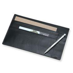 A5ノート・ペン・ハガキ類がすっきり収まるノートケース。スタイルストア専属のバイヤーが、6つのこだわりの選定基準で選んだ「YAMASAKI DESIGN WORKS/A5ノートケース ブラック」の通信販売ができる紹介ページです。