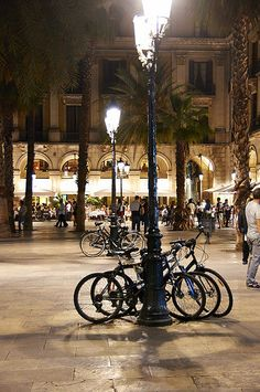 Barcelona, Plaça Reial WELCOME TO SPAIN! FANTASTIC TOURS AND TRIPS ALL AROUND BARCELONA DURING THE WHOLE YEAR, FOR ALL KINDS OF PREFERENCES. EKOTOURISM:   https://www.facebook.com/pages/Barcelona-Land/603298383116598?ref=hl