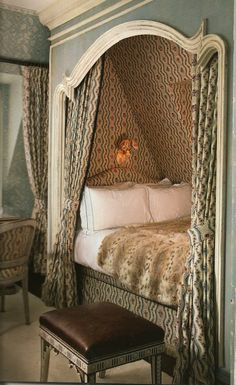 I wish I had thought of a room like this in the home I grew up in, in SoCal. Where were you Pinterest when I needed you?