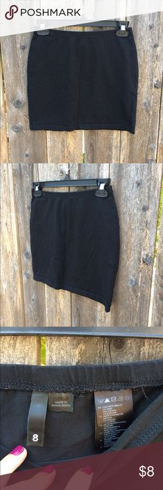 H&M black mini skirt This would look so cute with a chambray shirt tucked into it. It is a black mini skirt that has some stretch to it. In great condition. From H&M, size 8 H&M Skirts Mini
