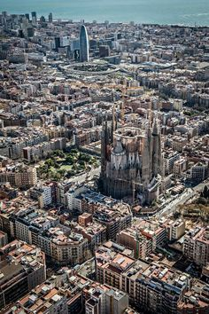 Apartments in Barcelona; Excursions in Barcelona, Gaudi, Cool Places To Visit, Places To Travel, Barcelona Travel, Barcelona Beach, Barcelona Catalonia, Voyage Europe, World Cities, Spain And Portugal