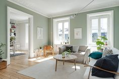 Style and Create — A graceful Gothenburg apartment for sale via broker Alvhem Mäkleri