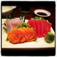 is sooooo good Sashimi Sushi, My Sushi, Japanese Street Food, Japanese Food, Healthy Cooking, Healthy Eating, Healthy Recipes, A Food, Good Food