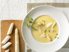 Eine cremige Suppe geht immer. Besonders wenn Spargel enthalten ist. Cremige Spargelsuppe - smarter - Zeit: 30 Min. | eatsmarter.de