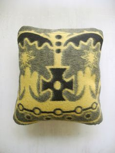 Items similar to Basotho cushion cover Yellow an Black - Crown on Etsy