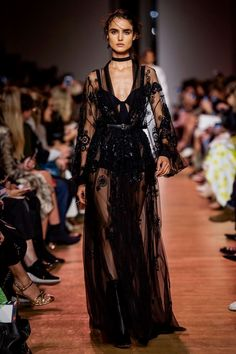 Elie Saab at Paris Fashion Week Spring 2019 - Runway Photos Haute Couture Style, Couture Mode, Couture Fashion, Runway Fashion, Fashion Beauty, Fashion Show, Fashion Outfits, Fashion Design, High Fashion Dresses