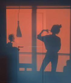 Imagen de shadow, girl, and aesthetic Photo Wall Collage, Picture Wall, Shotting Photo, Images Esthétiques, Orange Aesthetic, Aesthetic Vintage, Aesthetic Light, Aesthetic Colors, Aesthetic Food