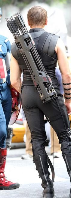 Let's take a moment to thank the Avengers costume department for this: Jeremy Renner as Hawkeye - Imgur