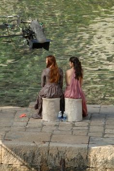 SET SHOTS FROM GAME OF THRONES SEASON 3 – This time it's Sansa, Shae, Ros, and Littlefinger who were spotted filming a scene on the waterfront.