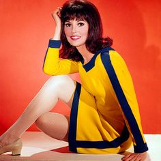 "The Fabulous Charm of Marlo Thomas in ""That Girl"" Style ! This is who I aspired to be when I was a young girl. Mod Fashion, 1960s Fashion, Girl Fashion, Vintage Fashion, Preppy Fashion, Fashion Ideas, Marlo Thomas, Danny Thomas, Vintage Tv"