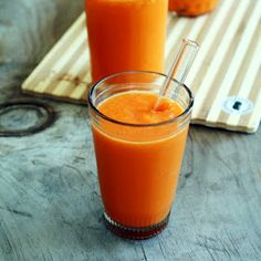 Raw on $10 a Day (or Less!): Mango Carrot Smoothie: Easy Affordable Raw Food Recipe #rawlivechef.com YES
