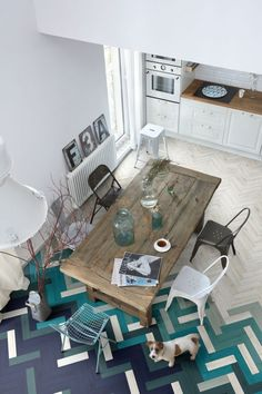 modern + industrial + rustic dining room with awesome turquoise and purple parquet flooring - wall design? Decoration Inspiration, Interior Inspiration, Decor Ideas, Kitchen Inspiration, Room Inspiration, Planchers En Chevrons, Floor Design, House Design, Unique Flooring