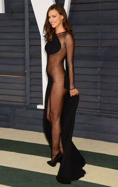 Irina Shayk – 2015 Vanity Fair Oscar Party in Hollywood Curvy Girl Fashion, Fashion Models, Fashion Outfits, Fashion Fashion, Beautiful Gowns, Gorgeous Women, Beautiful Curves, Femmes Les Plus Sexy, Sexy Legs And Heels