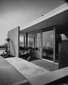 Gottlieb House, Beverly Hills CA (1959) | Architect : William Beckett | Photo : Julius Shulman © J. Paul Getty Trust